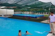 Thầy giáo đầu tư hồ bơi cho học sinh vùng ven học bơi dịp hè
