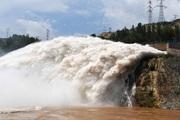 Hình ảnh thượng nguồn sông Hoàng Hà xả lũ do mưa lớn