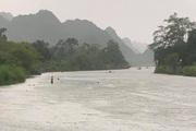 Mưa dông, đò chở du khách tại chùa Hương bị lật