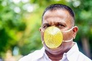 Ấn Độ: Doanh nhân đeo khẩu trang vàng 4.000 USD để chống Covid -19