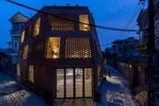 """Độc lạ Thủ đô: Ngôi nhà xây bằng gạch mộc với hàng ngàn ô trống gây """"sốt"""""""