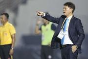 CLB TP.HCM và Chủ tịch Hữu Thắng gây sốc với HLV Chung Hae-seong