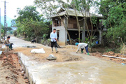 Sôi nổi phong trào hiến đất làm đường nông thôn ở Huy Tân
