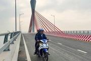 Niềm vui vỡ oà của người dân Nghệ An, Hà Tĩnh ngày đầu được lưu thông qua cầu Cửa Hội gần nghìn tỷ
