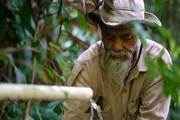 Người đàn ông Indonesia và nỗ lực phủ xanh những ngọn đồi khô cằn