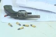 Tóm gọn đối tượng chế tạo súng ngắn để vận chuyển ma túy