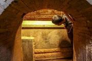 Phát hiện quan tài cổ vàng ròng khi đào bể nước, đến đinh cũng bằng vàng, chủ nhân là ai mà hoang đường tới vậy?