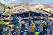 Clip: Kinh hoàng cảnh căn nhà đổ sập sau vụ hỏa hoạn khiến 5 người thiệt mạng