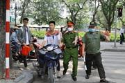 Chùm ảnh: Hàng loạt người không đeo khẩu trang bị phạt nặng