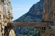 Đứng tim nín thở khi đi trên con đường nguy hiểm nhất thế giới - có can đảm thôi chưa đủ