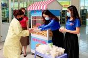 Lai Châu: Tặng bánh mì, sữa đậu nành cho bệnh nhân có hoàn cảnh khó khăn