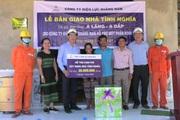 PC Quảng Nam hỗ trợ kinh phí xây nhà tình nghĩa và phương tiện sản xuất cho người dân xã A Vương