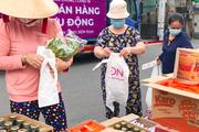 TP.HCM: Siêu thị đưa thực phẩm ra đường, bán lưu động