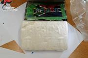 Cục ma túy nặng 8,5 cân trị giá gần 5 triệu đô bỗng dưng rơi trên trời xuống thủng mái nhà dân