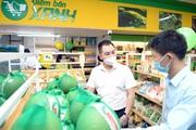 Muốn mua bánh đa cá rô đồng trông như gói mì tôm, mua bún làm từ rau quả, đến điểm bán này của Đoàn
