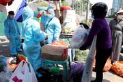 Video: Tổ công tác đặc biệt bên trong khu cách ly, giúp dân giao nhận hàng hoá