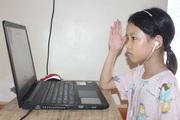 Không internet, không máy tính, học sinh nghèo học trực tuyến ra sao?