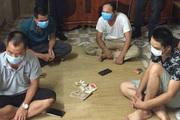 Bắt quả tang 4 người đánh bạc giữa dịch Covid-19