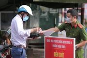 Hà Nội: Cán bộ công an canh chốt trực ở quận Đống Đa dương tính SARS-CoV-2