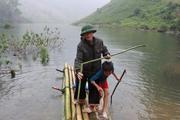 """Sơn La: Thung lũng khô cằn thành hồ nước và đàn """"cá ma"""" trong núi chui ra"""