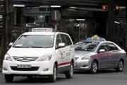 Xăng dầu tăng, taxi tính tăng giá cước