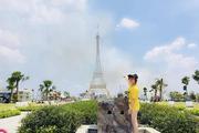 """Đến Long An """"tự sướng"""" cùng tháp Eiffel của Pháp, tượng nữ thần tự do của Mỹ"""
