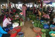 Chùm ảnh: Đặc sắc chợ nông sản bán côn trùng làm thức ăn ở Tây Bắc