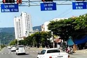 Đoàn ôtô biển số Hà Nội ngang nhiên vượt đèn đỏ tại giao lộ ở Đà Nẵng
