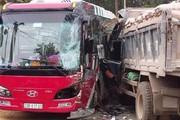 Yên Bái: Xe tải đâm vào xe du lịch, khách nước ngoài hoảng loạn