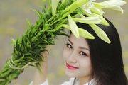 Ngắm thiếu nữ Hà thành dịu dàng bên sắc hoa loa kèn
