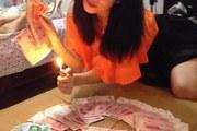Sốc với thú vui đốt tiền của cậu ấm cô chiêu TQ