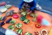 Tò mò chợ nông sản trên đĩa đồng giá 5.000 đồng