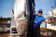"""TQ: Bắt được cá """"khủng"""" hàng chục tỷ đồng, không bán mà xẻ ra ăn"""