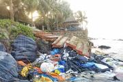 ẢNH: Biển Cửa Đại phập phồng trước mùa mưa bão