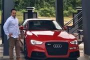 """8 năm kiên trì bán gà, vợ mua ô tô Audi 1,4 tỷ tặng chồng làm cả làng """"lác mắt"""""""