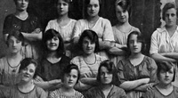 Phát hiện điều kỳ lạ trong bức ảnh năm 1900 khiến cư dân mạng sợ hãi