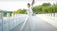 """Dân mạng """"dậy sóng"""" vì thí sinh Trung Quốc thi Hoa hậu Trái đất lại mặc áo dài Việt Nam?"""