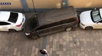 Clip: Tài xế thoát ra bãi đậu xe cực kì chật hẹp một cách tài tình