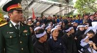 Hàng nghìn người nghẹn ngào tiễn đưa 3 chiến sĩ hy sinh khi cứu nạn Rào Trăng