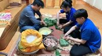 Người dân tỉnh Lâm Đồng gói hơn 1.000 cái bánh chưng, quyên góp thực phẩm, quần áo gửi cứu trợ miền Trung