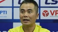 """HLV """"dị"""" nhất V.League phát biểu bất ngờ khi nhận bàn thua """"trời ơi"""" trước Hà Nội FC"""