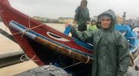 Quảng Bình: Ngư dân đưa tàu lên bờ tìm cứu nông dân