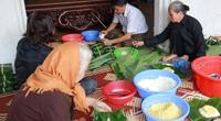 Người Hà Nội ngày đêm gói bánh chưng tặng đồng bào lũ lụt miền Trung