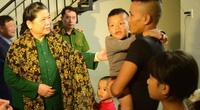 Phó Chủ tịch Thường trực Quốc hội thăm, tặng quà người dân di dời khỏi Kinh thành Huế