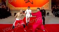 Clip: Chấp 1 tay và 2 chân, võ sĩ MMA dễ dàng hạ võ sư Trung Quốc