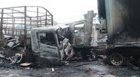 Xe tải, xe container cháy rụi sau khi tông đối đầu nhau trên quốc lộ