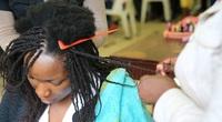 Vì sao phụ nữ châu Phi luôn có mái tóc xoăn tít kỳ lạ đến thế?