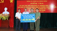 Công An tỉnh An Giang ủng hộ đồng bào miền Trung 1 tỷ đồng khắc phục hậu quả bão, lũ