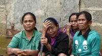 Mưa lũ ở miền Trung: Cảnh cơ cực ở nơi dân tự kéo sập nhà