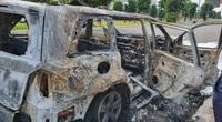 Hà Nội: Ô tô Mercedes cháy trơ khung trong khu đô thị